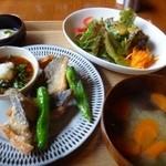 41627334 - 鯖の竜田揚げ おろしポン酢(850円)・・鯖の竜田揚げ・サラダ・お味噌汁・小鉢3種・ご飯のセットです。