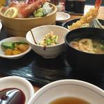 魚 駅前 - 天婦羅とさしみ定食(¥950税込)