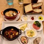 リコプラス - サーモンとラタトゥイユのココットゴーダチーズ焼き &       デミソースの煮込みハンバーグ グリル野菜と供に