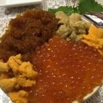 鮮魚食堂 かわしま - 大サービスのお好み丼三色こぼれますw