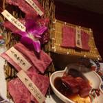 41632416 - 紅華の肉は肩ロース芯、骨山カルビ、タテバラ、なかにく、とうがらし、タレカルビ2015.9