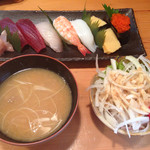 寿司雅 - 料理写真:にぎりのランチ@1000円。これに茶碗蒸しが付きます