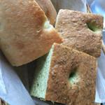 ルッリョ ドディチ - フォカッチャとパン