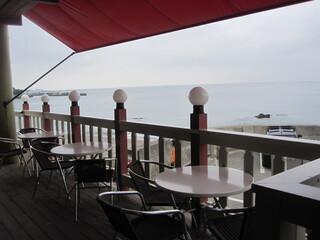 レストランDon 秋谷店 - テラス席からの海