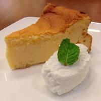 SEKAI CAFE Oshiage - 米粉チーズケーキ