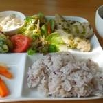 Flat - 大山鶏ハーブチキンプレートランチ・スープ付き