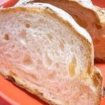 タカキベーカリーファクトリーショップ - 表面はハードで内部はソフトライ麦も使われているけど見た目は白い☆♪