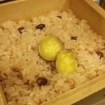 豆とくるみ - 『季節野菜とおこわの蒸篭蒸し膳』の おこわ蒸篭