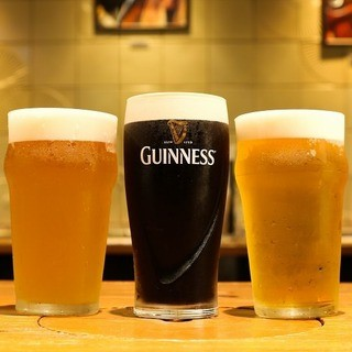 ビールはこだわりの生3種類。プラチナエールはリピーター続出。