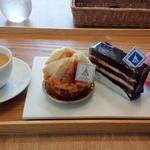 41641309 - コーヒーとケーキ
