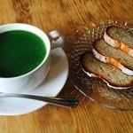 オハナカフェ - 産直野菜のスープ➕天然酵母のカンパーニュ