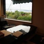なかむら - 座った席から見た、明石海峡の風景です