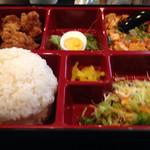 金華酒家 - 本日の日替り 麻婆豆腐と唐揚げ780円
