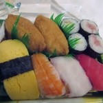 41649856 - 私はこの中から比較的安価なお寿司の盛り合わせ「満腹セット」580円を買って帰りました。