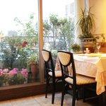 パリジェンヌ - 花がきれいな窓辺