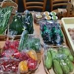 PIENO - 地元の野菜も販売してます