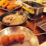 くし家串猿 - にんにく串とおすすめ10本串、モツ煮
