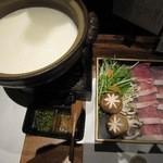 41656530 - こちらは単品で頼んだ豆乳しゃぶしゃぶ鍋!ベーシックなコースに豆乳鍋を追加して豪華に