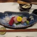 41656540 - お造り3種盛!富山の氷見漁港から直送された鮮魚だそうです