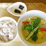 BASE CAMP - 鶏ももといろいろ野菜のグリーンカレースープ ¥950