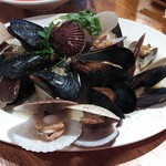 マッタンツァ - 料理写真:旬の貝類白ワイン蒸し