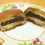 桜井菓子店 - 人気商品の「あんドーナツ」をカットしたところ