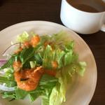 kanon - スープとサラダはセルフ。スープは野菜色々入ってました。