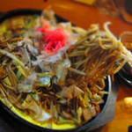 居酒屋わっか亭 - 料理写真:焼きそばの下にたまご