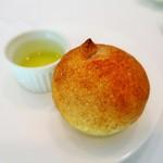 ル・マルカッサン ドール - 自家製パン、オリーブオイル