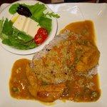 かどっこ - 「手羽先カレー(ごはん大盛サービス)&豆腐サラダ」800円