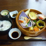 魚宮 - お昼の献立 手桶弁当 1050円
