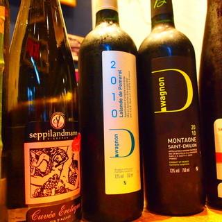 自社直輸入物を始め、ワインも20種以上ご用意しております‼