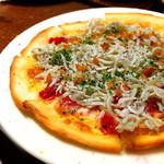 野菜とビストロ Baarm - しらすのピザ