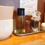 41687979 - 酢、一味、黒胡椒、すりニンニク