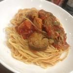 シャポーブラン - ナスのトマトソースパスタ。少しでも野菜は食べとかないとね(^ ^)