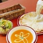 インド料理マサラ - 料理写真:ナンスペシャルランチ チーズナンお好きなカレー1種類サラダ 870円