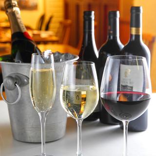 バリエーション豊富なワインを手頃価格で楽しめる
