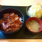 41695435 - ぶた丼 + キャベツサラダ