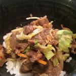 あみ焼き 華 - 焼肉定食のお肉と野菜をご飯に載せて、贅沢牛丼に❤︎