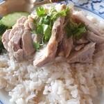 ペンタイ - カオマンガイ、鶏出汁で炊いたジャスミンライスが美味い