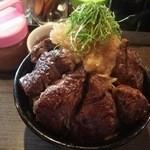 ステーキハンバーグのタケル - 1509_タケル_特盛ステーキ丼(上から)