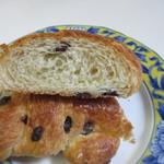 エスポアール - サクサクのクロワッサン生地にチョコチップを練りこんだパンです。