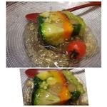 しん進 - ◆こちらの定番「お野菜のテリーヌ」・・丁寧に作られ、見た目も美しいですね。 和風だしのジュレもいいお味です。