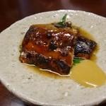 しん進 - 鰯の山椒醤油煮・・しっかりとお味が付いていて美味しい。 添えられた辛子は辛味が抜けているので、もう少し辛くてもいいのじゃないかしら。