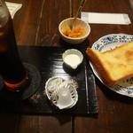 珈琲 カンタータ - アイスコーヒーとバタートーストです。