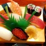 桂寿司 - 料理写真:中すし1404円税込
