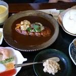 デジャヴ - 「デミグラスソースのハンバーグ」「パン・リエット・スープ・マリネ・副菜」がついて、1,180円