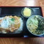 山六 そば店 - かつ丼650円+たぬきそば小丼100円=750円