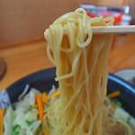 とんこつラーメン たかちゃん - ジロリアンには素麺に見える細さ