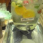 吉祥果 - サングリアのようなお水、果物いっぱいです